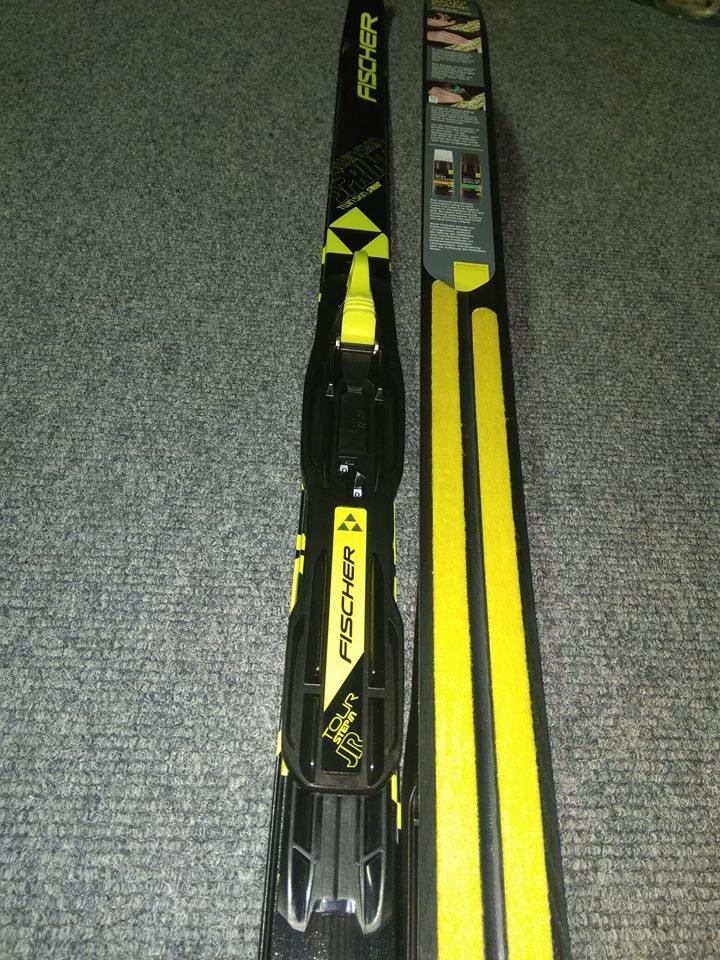 Běžecký set - lyže s novou integrovanou deskou (IFP) a vázáním TOUR Jr  STEP-IN. lyže pružné a téměř nezničitelné 85a0f5df31